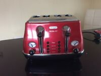 DeLonghi Micalite 4-Slice Toaster in red (boxed in original packaging)