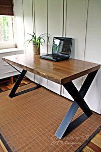 Superbe bureau de travail - bois antique sur pattes en acier