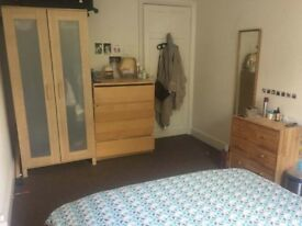 Room available immediately in awesome Islington house share