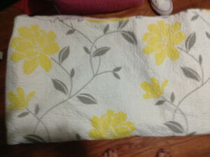 Perfect condition quilt & pillow shams for sale