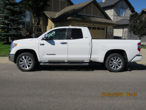 2014 - 4 X 4 Toyota Tundra Dbl Cab LTD 5.7L with Tech. Package