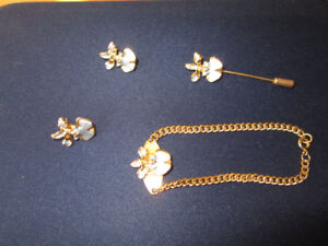 Ensemble de bijoux / Set of jewelry.