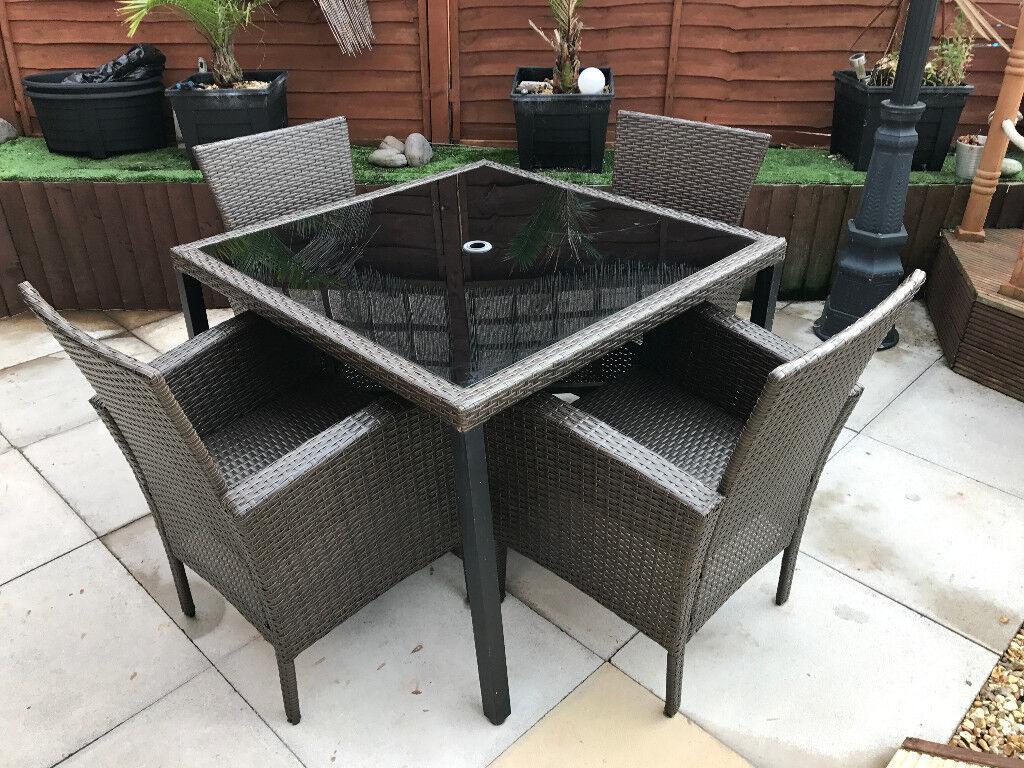 Ratten Garden Table & 4 Chairs Set.