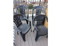 4 outside chairs £5