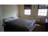 Spacious Double Room in East Molesley