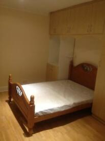 Double Room with own bathroom available in Osterley