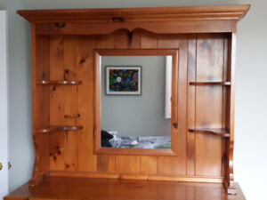Pine dresser hutch