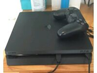 Ps4 slim with pad and 2 games