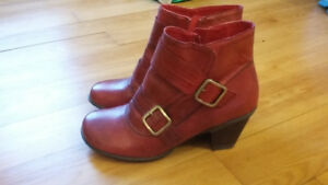 Cute red leather ankle boots (MizMooz)m size 9.5 W