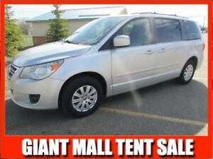 2009 Volkswagen Routan Highline  **LEATHER-SUNROOF**