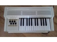 Vintage White Table Top Electric Organ - Lovely condition
