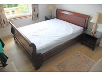 Lovely king size sleigh bed mahogany colour