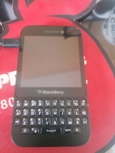 Blackberry Q5 - Unlocked, Two chargers and headset