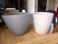 Small indoor plant pots x2