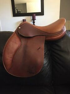 "17"" Forestier close contact saddle"