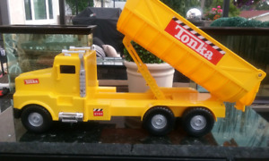 2001 TONKA DUMP truck Yellow lift and sound EXCELLENT USED CONDI