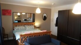 LARGE SPACIOUS DOUBLE ROOM TO LET IN LARGE HOUSE OFF NARBOROUGH RD WESTLEIGH RD £495 ALL BILLS