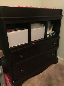 Changing table in chocolate expresso colour