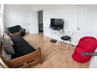 4 bedroom flat in Hayworth Road, Clapton, E5 (4 bed)