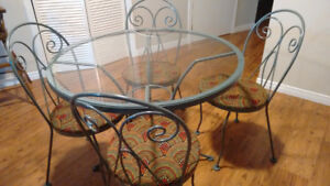Patio table w 4 chairs (Vintage- restored)