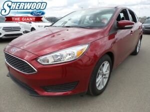 2017 Ford Focus SE w/ Heated Front Seats and Steering Wheel