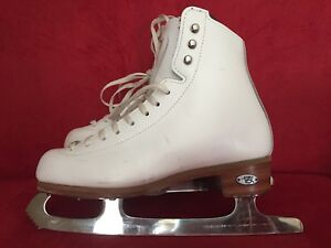 Size 2.5W Riedell Stride Figure skates