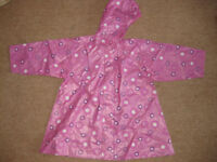 BEAUTIFUL LIGHT WEIGHT PINK RAINCOAT age 4-5 IMMACULATE CONDITION! Ideal for this weather! REDUCED