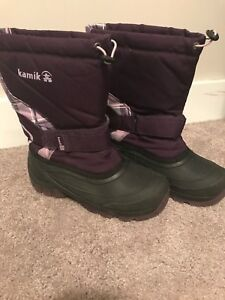 Girls winter boots size 4