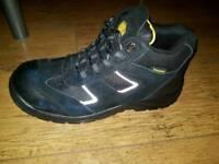Truka A3047 safety boots like new size 8