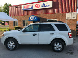 2010 Ford Escape XLT AWD LOW Km's ! ! !