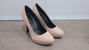 (New & Like New) Women's Size 6.5 Shoes
