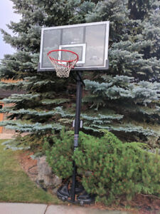 """Lifetime"" portable & adjustable Basketball System"