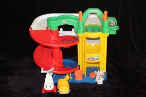 Fisher Price Little People Garage + Helicopter, Car and 1 Dog