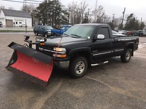 2000 CHEV 2500 with boss v plow