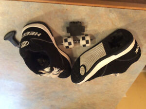 Boys - Youth size 4 Black & White HEELYS excellent condition