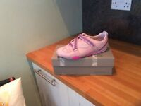 Kangaroos Ladies Shoes size 8