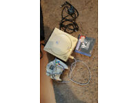 SEGA DREAMCAST, ALL LEADS, 1 CONTROLLER AND 10 GAMES