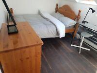 2 Double bedrooms & 1 Single bedroom. Hampton Hill. Serviced Property