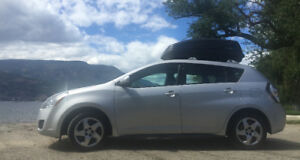 2009 Pontiac Vibe, 2 sets of tires, roof rack, Bluetooth