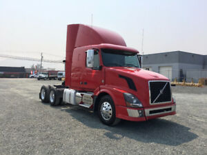 Volvo VNL430 Flat Top Sleeper