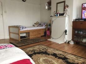 Big Double Bed Room for rent in Hounslow Heston