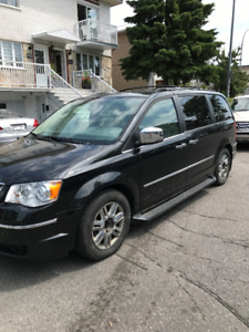 2009 Chrysler Town & Country Limited 4L