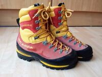 Scarpa Cumbre Mountaineering boots - size 40 (UK 6.5)
