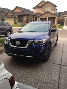 2017 Nissan Pathfinder Platinum Midnight Edition