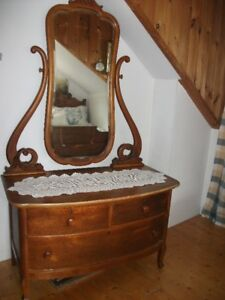 Meuble antique chifonnier