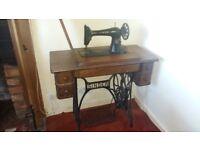 Vintage Singer Sewing machine in working order. Quick sale