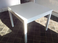 Plain white wooden table - able to expand £10