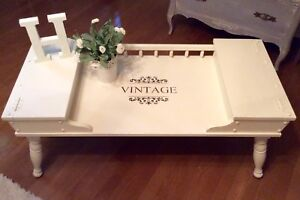 Retro table in white with side compartments