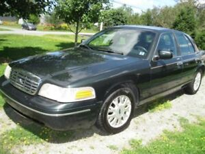 2003 Ford Crown Victoria LX Sedan