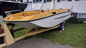 16 Foot, 16 ft, 16 ' Fiberglass boat